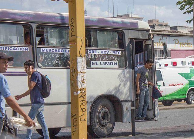 Lo bajaron de una camioneta de pasajeros y luego fue asesinado #noticia
