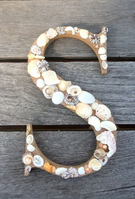 15 Beach Crafts For Kids | CutePinky SocialBookmarking...made me think you could do something like this with Stella's rock collection??