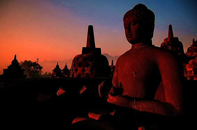 How to see the sunrise from the top of Borobudur temple