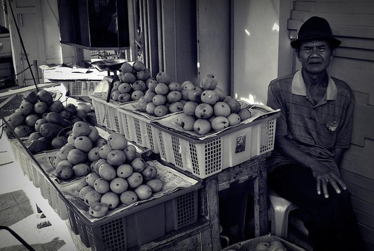 Mangga Gedong Khas Indramayu di Sudut Pasar Kanoman Cirebon