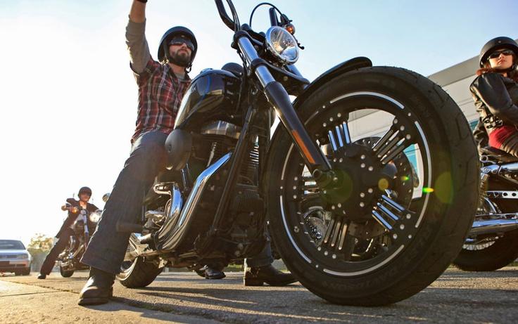 Certo che viaggiare negli states in harley....mmmm vieni a scoprire i nostri viaggi in moto !!!Dark Custom™ Street Bob®   Dark Custom™ Motorcycles   Harley-Davidson USA www.tripaz.net
