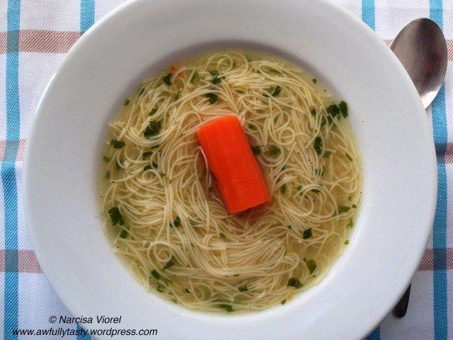 Turkey soup with noodles. Supa de curcan cu fidea.