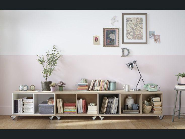 Une composition de livres, une tête de lit qui raconte de belles histoires, une bibliothèque à roulettes... Voici des idées pour mettre les livres en vedette !