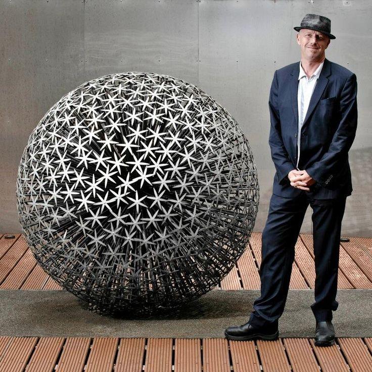 Twitter / TomBloxhamMBE: Ruth Molliet Allium sculpture ...