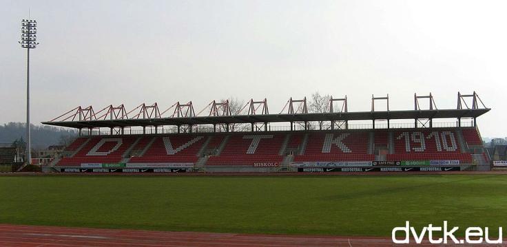 Nagypénteken még hó borította, aminek húsvét után már nyoma sincs a Diósgyőri Stadion centerpályáján