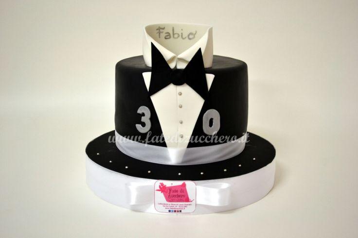 Torta 30° Compleanno: con copertura ad effetto Smoking interamente modellata a mano e personalizzata