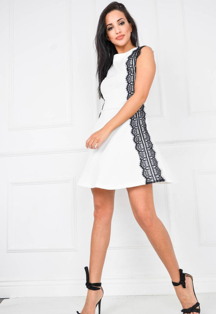 Rozkloszowana sukienka ażurowe wstawki gipiura
