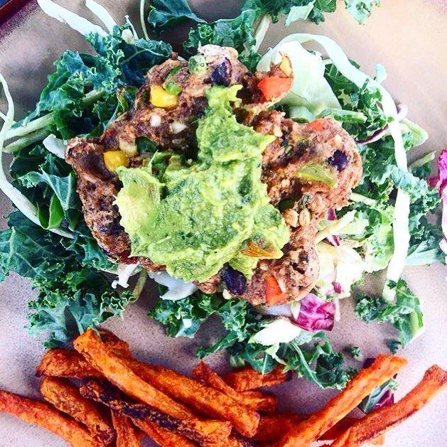 #vegetarian #veggie #veggieburger #BUBBAburger #BUBBAburgers #avocado #sweetpotato #salad #lean #eatlean #food #foodie #burger #burgers #burgerlife #burgerlove #BUBBA #guacamole