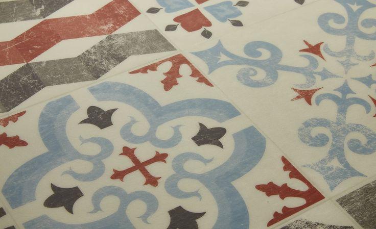 Sol vinyle EXCLUSIVE 240, carreau ciment rouge et bleu, rouleau 4 m - Les sols vinyles aspect carreaux de ciment - Sol Vinyle - Collection Sol -