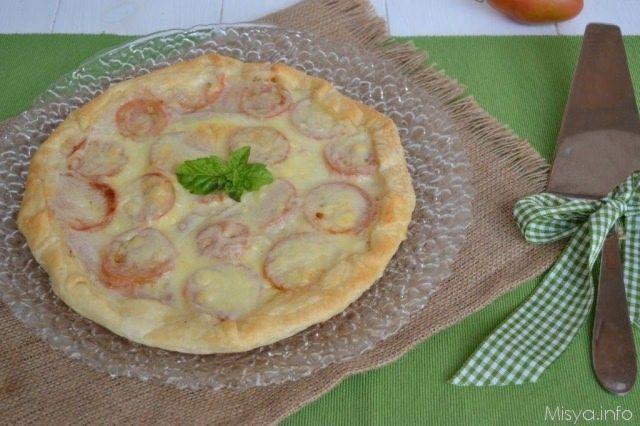 Torta salata con prosciutto e pomodori