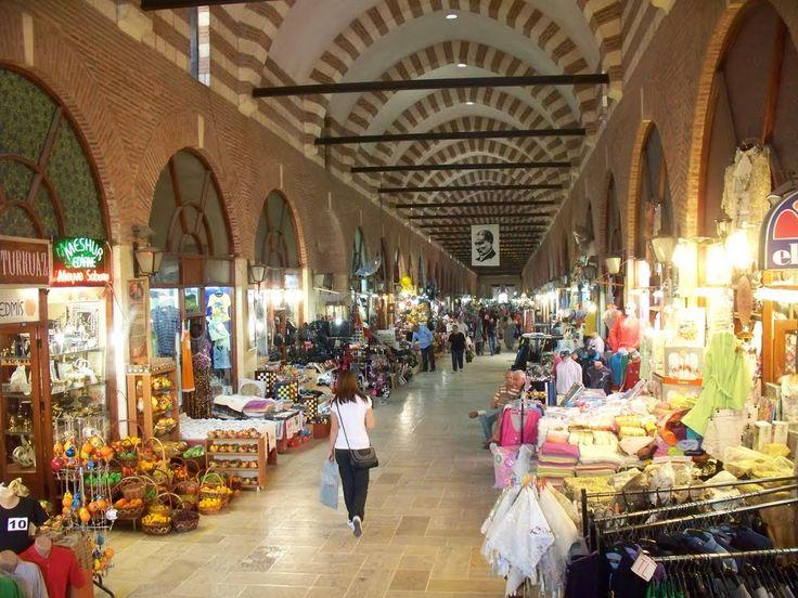 Edirne'nin tarihi bir çarşısıdır Ali Paşa Çarşısı. Merkez ilçede bulunan Ali Paşa Çarşısı, 1560-1565 yılları arasında inşa edilmiştir.