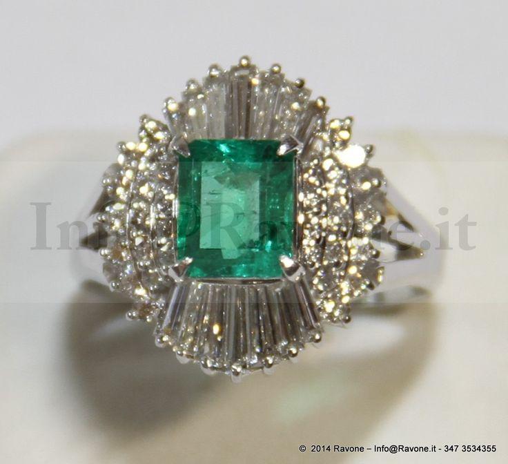Anello in Platino Diamanti e Smeraldo