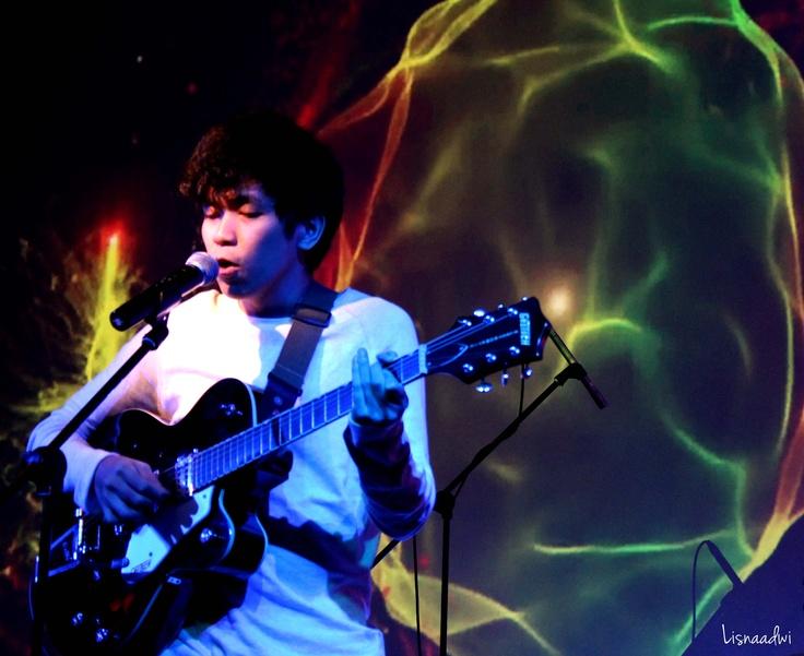 Lim Rendi of Backwood Sun live at Magic Folk Music at @atamerica, Jakarta 2013