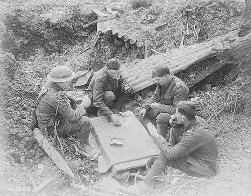 April 1917: Canadians enjoying a game of cards in a shell hole on Vimy Ridge / Canadiens jouant aux cartes dans un cratère d'obus sur le Plateau de Vimy
