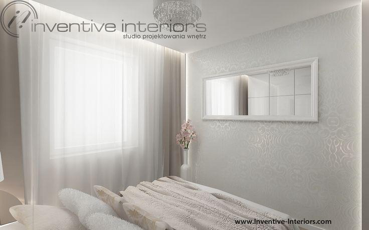 Projekt sypialni Inventive Interiors - klimatyczna jasna sypialnia z białą tapetą