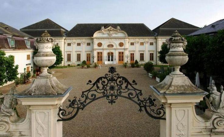 Schlosshotels & Herrenhäuser - Castle Hotel Halbturn  http://www.historichotelsofeurope.com/property-details.html/castle-hotel-halbturn-knappenstockl
