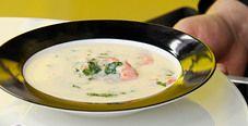 Суп из голубого сыра с креветками