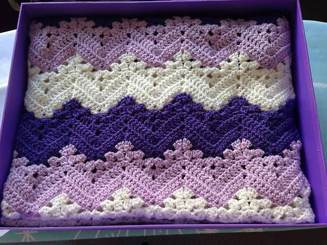 *Free Crochet Pattern* Titled '6-Day Kid Blanket'. Basically a chevron blanket incorporating standard rows of do stitches and granny cluster stitches. Same as crochetobjet's four seasons chevron blanket except you don't have to pay for it!