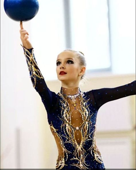 "250 Likes, 4 Comments - купальники (@natalya2014bog_) on Instagram: ""Красноярск.для Анны.фото из архива.#художественнаягимнастика #swarovski #leonardo #sports…"""
