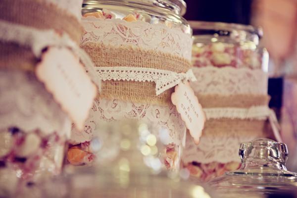 Para una fiesta años 20, utiliza algunos toques vintage en la decoración / For a 1920s party, use some vintage touches in the decoration