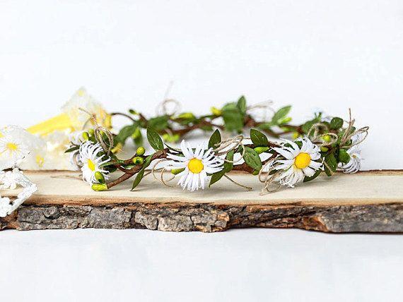 Daisy flower crown, White daisy headband, Floral hair wreath, Spring flowers tiara, Flower girl garland Wedding hair wreath Bridesmaid crown