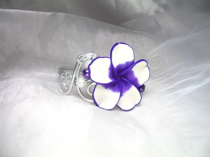 Bracelet personnalisable Fil d'aluminium Vahiné, fleurs fimo et perles en verre