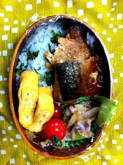 かき菜ごはん、さば味噌煮、卵焼き、豚肉と玉葱の塩だれ炒め  さば味噌煮はセブンプレミアムのもの。 やわらかくておいしいの~ - 2件のもぐもぐ - さば味噌煮弁 by ひー