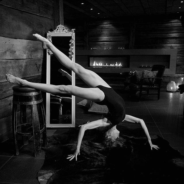 I believe she can fly!  pro photoshoot @romeljaneski mit @mazepa_marina  #dancingartist #kontorsionistin #pooldancer #contemporary #dancer #talent ... sponsored: #edelweisstrend #Nagelibiza @mandelbaerli @ragusa_original @bogon.ch #laFuente  Thanks to my Team: @rahelgonzalez #styling & #dekoration  @j.c.l #assistenz  @vvi_redmount #upcoming #model  Next Show: https://eveni.to/pro-photoshoot-post/schedule