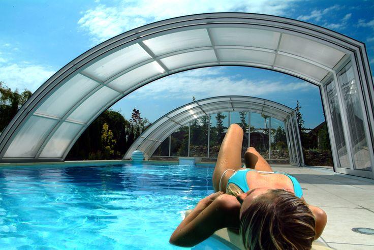 Letní pohodička u bazénového krytu RAVENA.