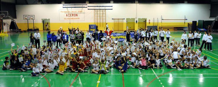 """Babbo #Natale in visita ai miniamici del #minivolley: 1.300 giovani atleti nella tradizionale festa """"Minivolley con Babbo Natale"""", in sei diverse palestre della provincia di #Padova"""