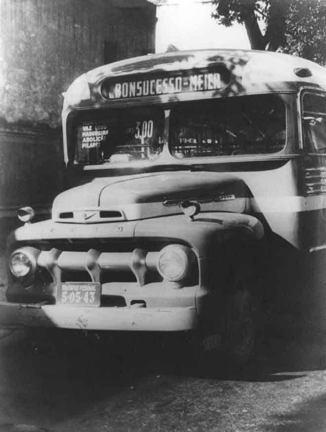 Os primeiros ônibus do Rio de Janeiro     O primeiro serviço de ônibus efetivo no Rio de Janeiro surgiu em julho de 1838, com dois carros ...