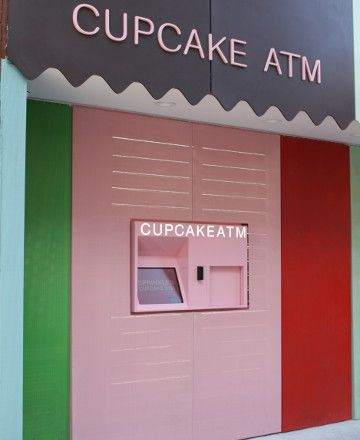 Sprinkles Cupcake ATM New York, near bloomingdales 780 lexington, between 60 & 61st