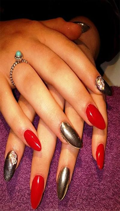 Take a Look at These Contrasting Nail Colors Album