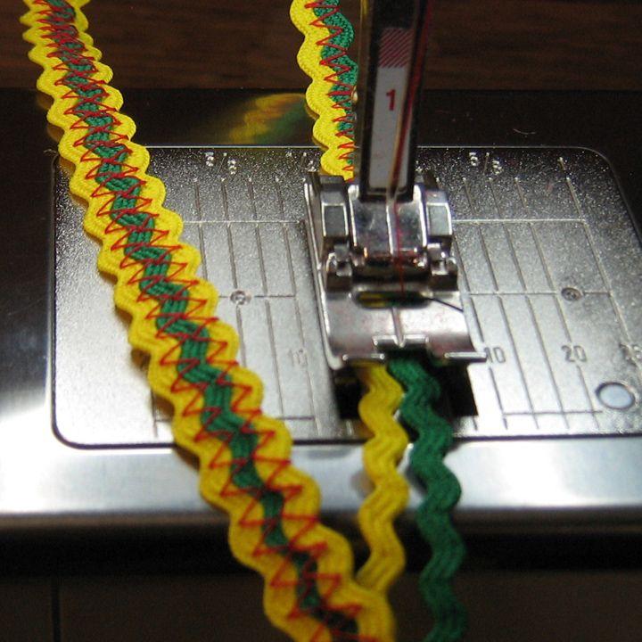 Piquillo de diferentes colores cosidos con zig-zag