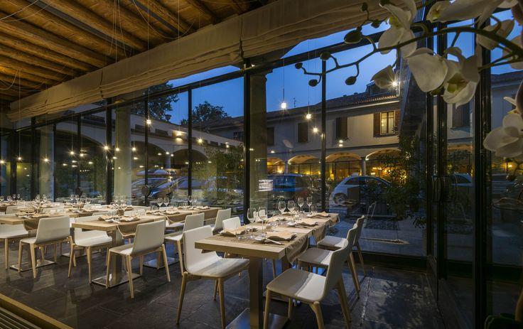 Como Yan - japanese restaurant in Como with Stellina LED lighting bodies from Album - design Pepe Tanzi. www.album.it