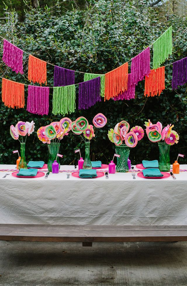 Check out this modern backyard fiesta party with lots of simple DIY decor!