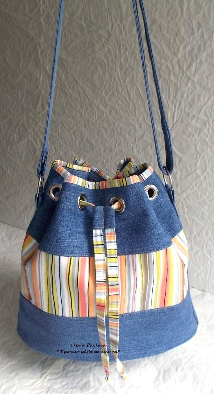 Denim grommet tote bag --- link goes to a large version of the picture - no further information, though.