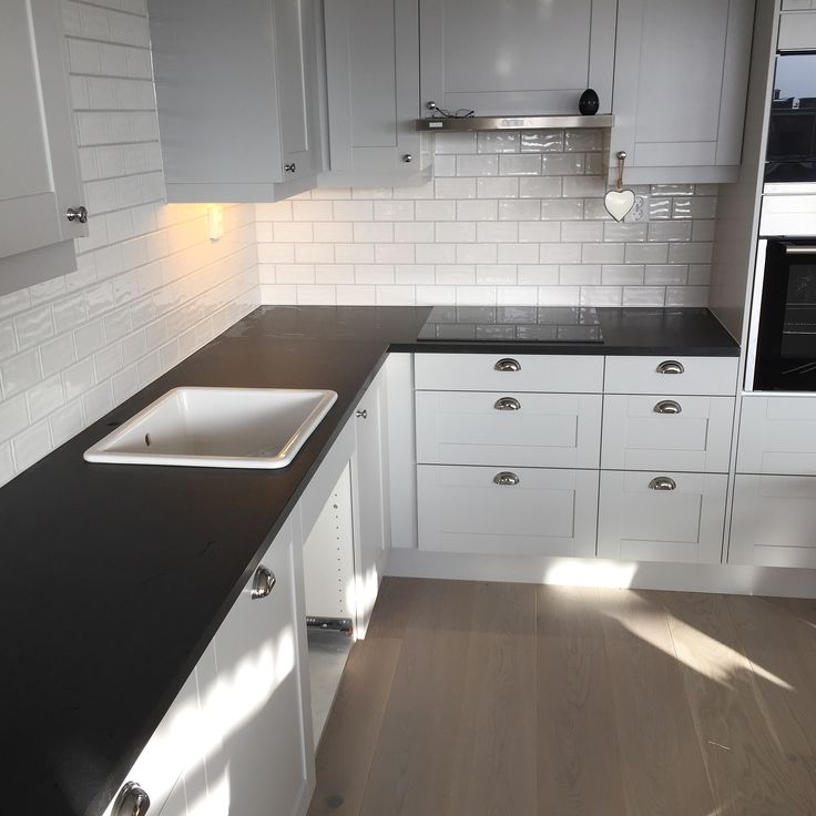 Levert av Lenngren Naturstein - Klassisk Kjøkken inspirasjon | Granitt Benkeplate | Nero Assoluto - Classic Kitchen ideas | Design | Granite Countertop | Nero Assoluto