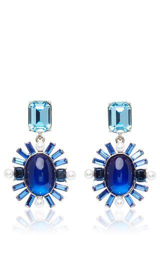 These **Oscar de la Renta** earrings feature glass bead detailing in ultramarine blue, with pearl embellishment.