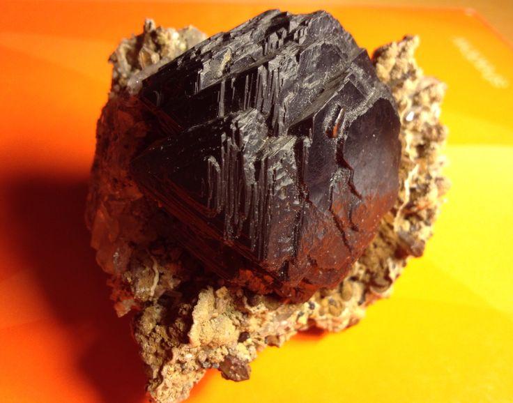 Krystal sfaleritu (ZnS)