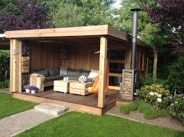 Lounge en sauna gedeelte in de tuin.