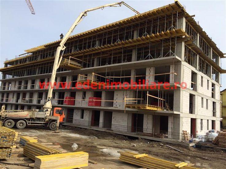ID INTERN 30140-Agentia Eden Imobiliare va ofera la vanzare apartament cu 2 camera in imobil nou in Marasti, Cluj Napoca, zona strazii Fabricii.  Apartamentul are suprafata de 66,10 mp+ 11,80 terasa, si este dispus astfel: hol ,baie, living cu bucatarie, dormitor si balcon.Se preda semininisat cu centrala  si termosifoane,sapa autonivelanta, pereti gletuiti, toate instalatiile la pozitie, balcoane finisate.Se poate achizitiona parcare exterioara la pretul de 2900 euro sau subterana la pretul…