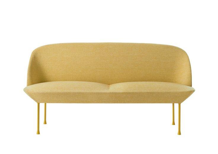 Behagelig å se på, fantastisk å sitte i, og nydelig i gule tekstiler fra Kvadrat. Sofa, Oslo, design Anderssen & Voll, 29 000 kr, Muuto