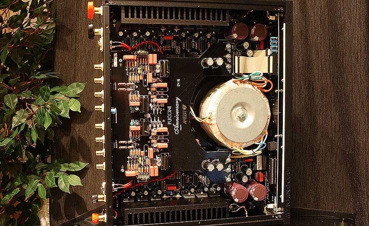 Výjimečně zábavný italský integrovaný zesilovač, hrající trochu po svém, ale krásně. To je Audio Analogue Puccini Anniversary.  Dojmy v recenzi na --> http://www.hifi-voice.com/testy-a-recenze/zesilovace-integrovane/1281-audio-analogue-puccini-anniversary
