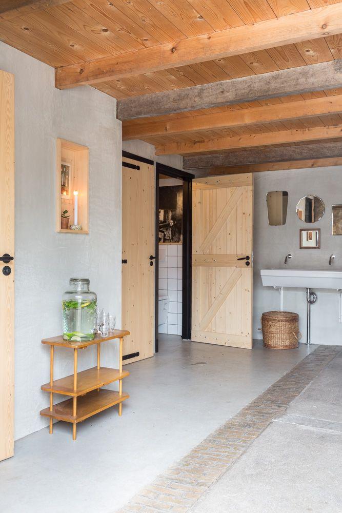 na het plassen: handen wassen. Toiletten in de Flinkefarm. photocredits: Hans Mossel