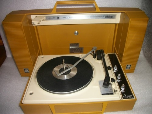 Reminds Me Of My Beloved Portable Stereo That I Received For Christmas In  High School,