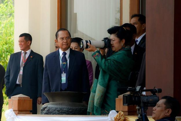 First Lady of the Republic of Indonesia, Ibu Ani Yudhoyono doing her hobby in Nay Pyi Taw, Myanmar. Taken using Nikon D7000.