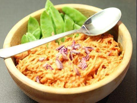 Plat africain à l'arachide (mafé) haricots gourmands,  patate douce (peut-être tenter avec de la carotte ?) et  sauce à l'arachide 2 pers = 1 poivron cru + 2 - 3 dattes+ail (rien pr moi)+piment+100g (80 g ok aussi) purée d'arachide+10 (8 avec eau trempage ok aussi)  tomates séchées réhydratées ds eau+1/4 oignon rouge (ciboulette ok)+250 ml eau(210 ml pr moi dt eau trempage tomates). Tout mixer. Râper 2 patates douces.