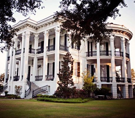 Nottoway Plantation, also known as Nottoway Plantation House is located in White Castle, Louisiana. This home was completed in 1859 for the John Hampton Randolph family. It was listed on the National Register of Historic Places in 1980. Sooo beautiful, I'll take 2 please ;)