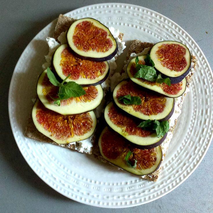 #breakfast #wasa #ricotta #figs #easypeasy #mint #foodcoaching